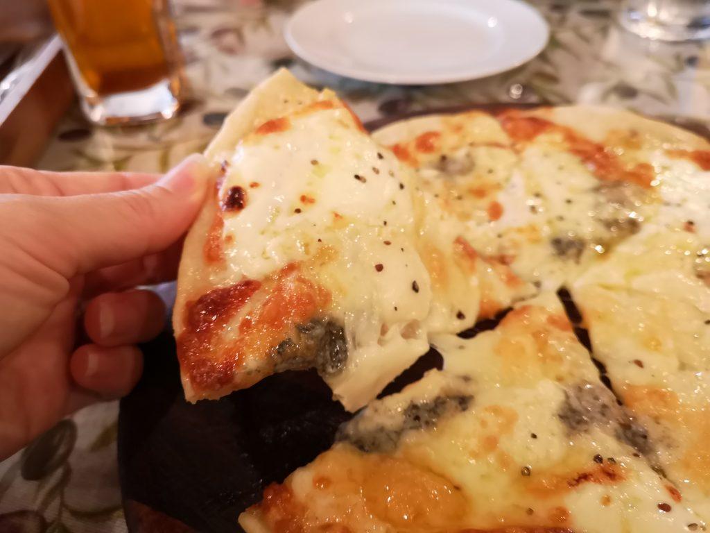 横浜元町商店街チーチョス(CHICHOS)おすすめチーズピザ