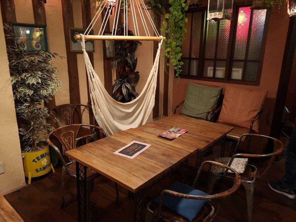 横浜中華街チャイティーカフェ2階ハンモック席