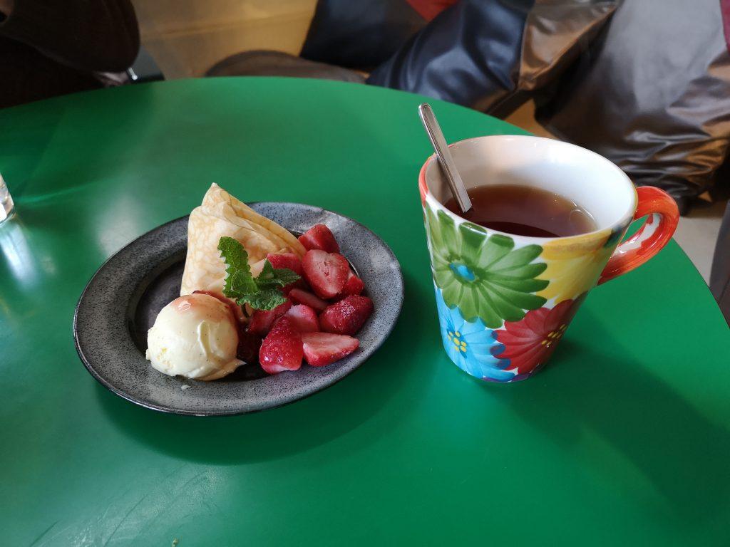 ジャックカフェのいちごクレープと紅茶