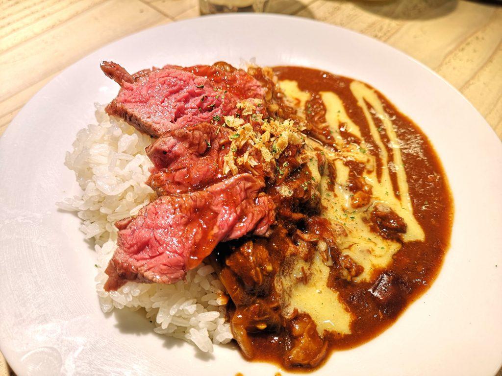センタービーフ横浜関内本店のステーキライスの肉とろ煮込みカレー